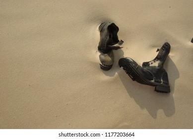 Alte Schuhe gestrandete Schuhe im Sand
