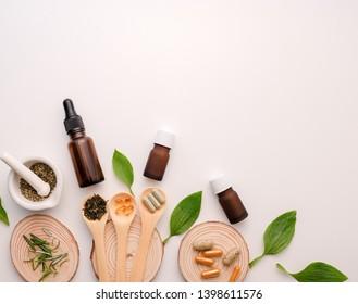 alternative Kräutermedizin mit Kräuterpflanze, dem organischen natürlichen im Labor. Öl Kapsel.Nahrung gesund und Wellness.