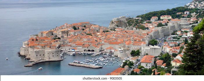 Although Dubrovnik's fortunes rose and fell along with those of the powerful neighboring empires to whom it owed allegiance, it managed to retain a degree of autonomy and to steer its own course.