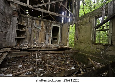 ALTON, MI - AUGUST 01: Deserted rural property on August 1, 2014 in Alton, Missouri.