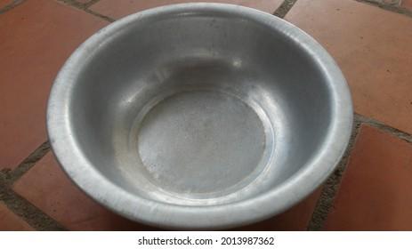 Aluminium bowl with the macro