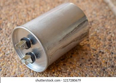 Aluminum capacitor, air conditioner