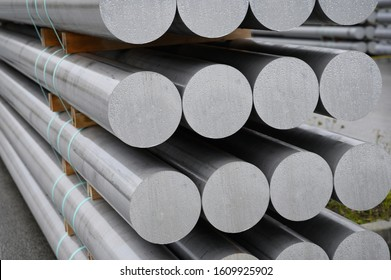 Aluminum round bars for further processing