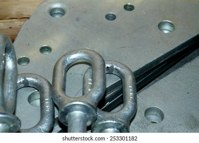 Aluminum & Steel hardware for fitting electrical cable with steel tower