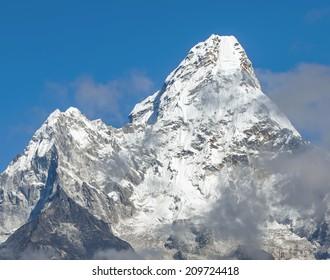 Ama Dablam (6814 m) - Everest region, Nepal