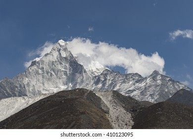 Ama Dablam Mountain the popular mountain in the way to everest base camp