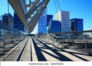 Amasing Akrobaten pedestrian bridge in Oslo, Norway