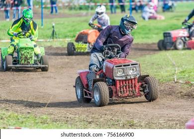 Lawn Mower Racing >> Imagenes Fotos De Stock Y Vectores Sobre Racing Lawn Mower