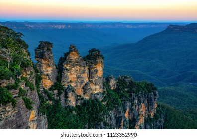 Amazing Australian landscape and Three Sisters rock formation in the Blue Mountains at sunset
