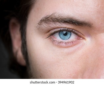 amazing blue eyes with no color retouch