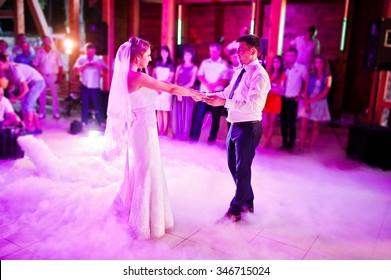 Amazing first wedding dance on heavy smoke