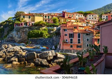 amazing houses in the town of tellaro