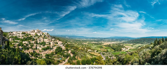Amazing panorama scenic view of medieval hilltop village of Gordes in Provence, France. Blue sunny sky. Beautiful summer landscape.