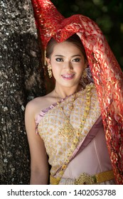 Amazing smiling wedding. Romantic Asian Bride Thailand  Culture. Beauty bride wedding dress Thailand  Culture With a bouquet walks in the autumn park, yellow leaves