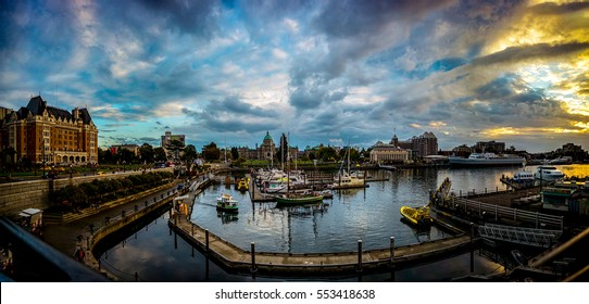 Amazing sunset time in Victoria inner harbor, Victoria, Canada.  Photo taken 2016.09.18 at Victoria,BC  Canada.