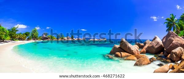 erstaunliche tropische Ferien an den paradiesischen Stränden der Seychellen, Praslin