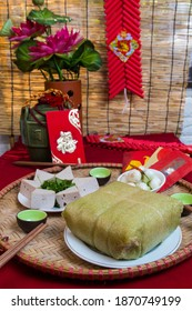 Amazing Vietnamese cuisine for the Tet holidays in the spring, this is traditional cuisine for the lunar new year: Banh lung, boiled chicken, pickled onions, spring rolls ...