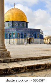 Amazing view of the Golden Dome Mosque with stairs and pylone in front (Jerusalem, Israel)