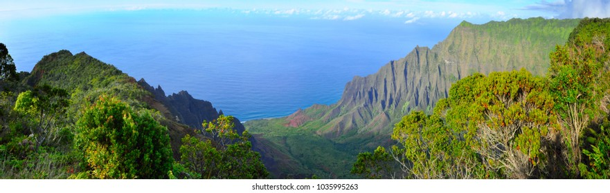 Amazing view of the Kalalau Valley and the Na Pali coast in Kauai, Hawaii