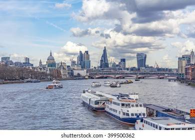 Amazing view on the river Thames from the Waterloo Bridge