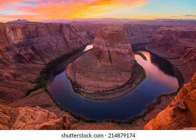 Amazing Vista of Horseshoe Bend in Page, Arizona