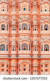 ハワ・マハルの素晴らしい窓、古ピンクの街。ジャイプールは南アジアの人気の観光地です。