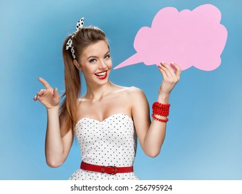 Amazing young woman showing sign speech bubble banner looking happy excited / young American pin-up girl on blue background having idea