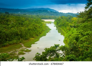 Amazon River. Flow k recke Amazon.