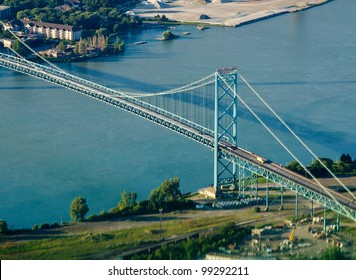 ambassador bridge connecting detroit and windsor