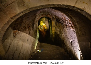 AMBOISE, FRANCE - AUGUST 01, 2014: The figure of great Leonardo da Vinci in the opening of the legendary tunnel between the Chateau Royal d'Amboise and the Chateau of Clos Luce.