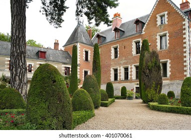 AMBOISE, FRANCE - JULY 19, 2005: Clos Luce mansion in Amboise. Leonardo da Vinci lived here for the last three years of his life, and died there on 2 May 1519