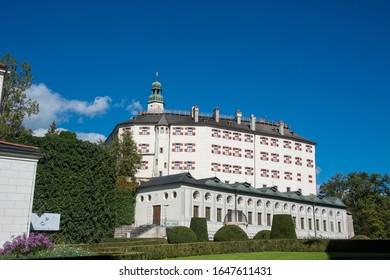 Schloss Ambras Innsbruck in Tirol / Österreich
