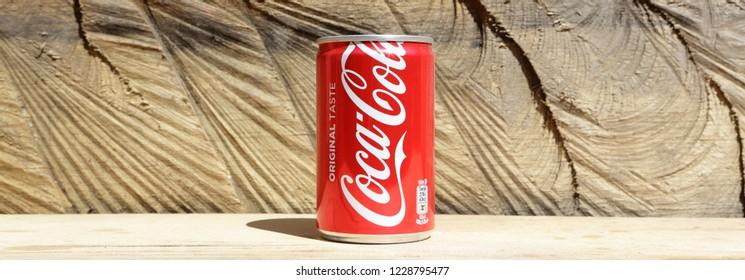 COCA COLA Red Soda Bottle Cap Crown VIETNAM Coke 2017 Metal Asia Collect