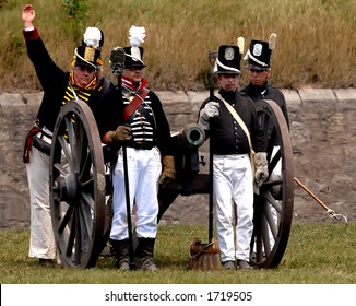 An American artillery crew prepares to fire during a re enactment of a War of 1812 battle at Fort Erie, Ontario, Canada, August 12/2006.