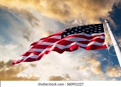 Americká vlajka na obloze