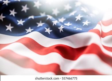 Amerikanische Flagge windet im Wind.