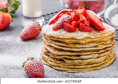 American pancakes with strawberries, topped with sugar