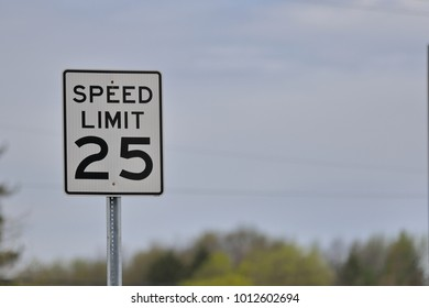 American road sign, Limited speed 25 miles