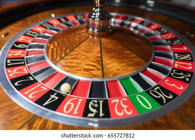 American Roulette wheel with a ball in the number '4'