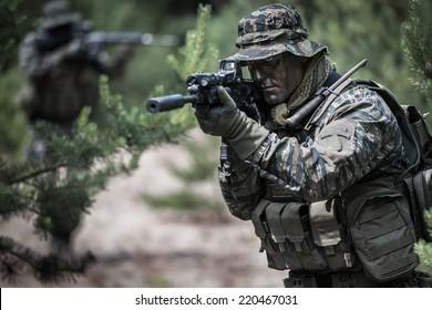 American soldiers during patrol, dressed in tiger stripe camouflage