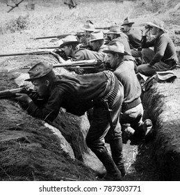 American soldiers entrenched against the Filipinos insurgents during the Philippine-American War. Ca. 1899-1900