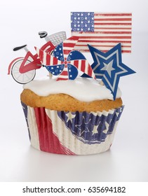 AMERICAN  THEMED CUPCAKE