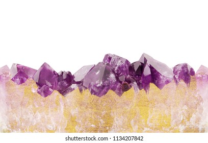 Amethyst and gold background seamless horizontal repeating, natural prism gemstone with golden glitter texture isolated on white background.