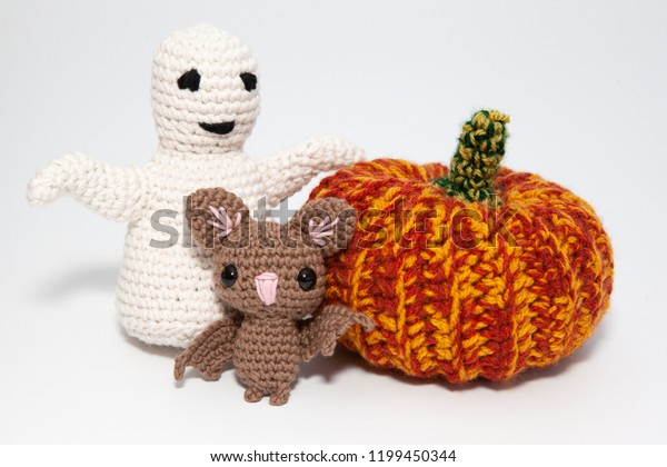 Ravelry: Halloween hipster ghost amigurumi pattern by Jenny ... | 420x600