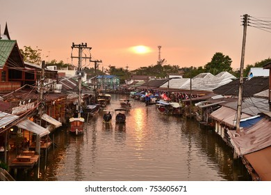 AMPHAWA ,  NOVEMBER 12 : Amphawa market canal, the most famous of floating market and cultural tourist destination on November 12, 2017 in Amphawa ,Thailand.