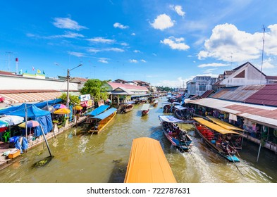 AMPHAWA,Thailand - September 25, 2016 : Amphawa market canal, the most famous of floating market and cultural tourist andhome riverside in Amphawa ,Thailand.