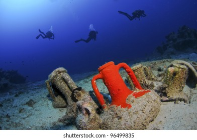 Amphora from ship wreck with divers