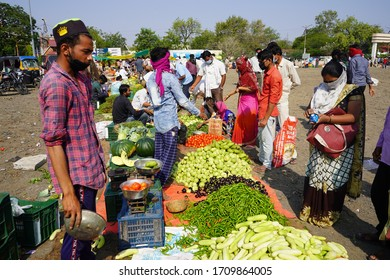 AMRAVATI, MH, INDIA 1 APRIL 2020 : People goes shopping at the fruit and vegetable market with a mask in the context of national containment following the coronavirus epidemic