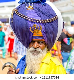 AMRITSAR, INDIA - SEPTEMBER 26, 2014: Unidentified Sikh man visiting the Golden Temple in Amritsar, Punjab, India. Sikh pilgrims travel from all over India to pray at this holy site.