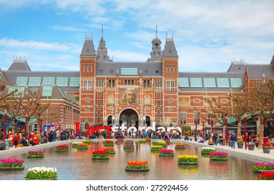 AMSTERDAM - APRIL 16: I Amsterdam slogan with crowd of tourists on April 16, 2015 in Amsterdam. Located at the back of the Rijksmuseum on Museumplein, the slogan quickly became a city icon.